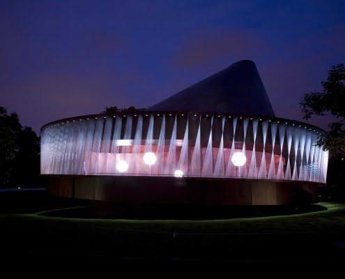 2007 yılı pavyonu, ahşap kaplı, dönen bir top görünümünde.